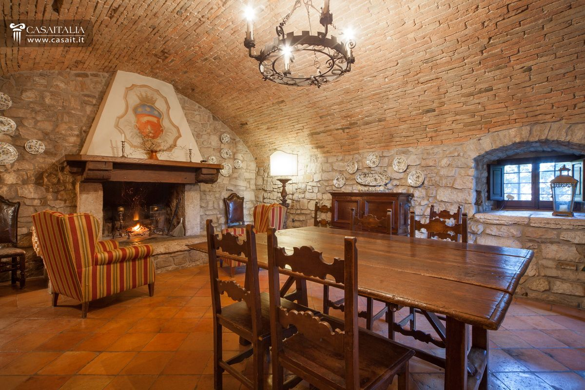 Castle for sale in todi - Sala da pranzo country ...