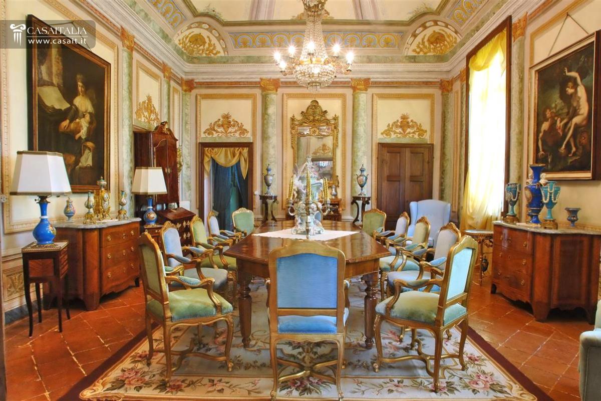 Piedmont asti valuable villa for Case di campagna arredamento