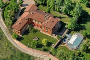 Luxury villa for sale near Asti