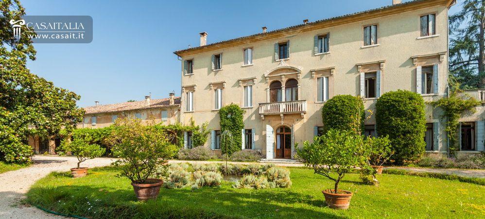 Villas Near Verona