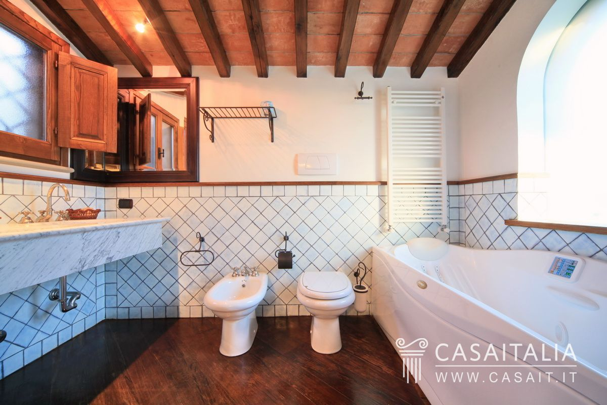 Foto Bagni Stile Country country house for sale between umbria and tuscany