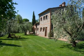 Farmhouse with swimming for sale in Umbria, Fabro