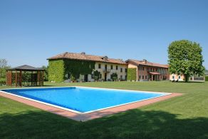 Asti - Villa with vineyard for sale