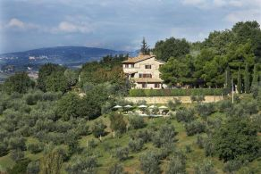 Assisi - Farmhouse with olive grove for sale