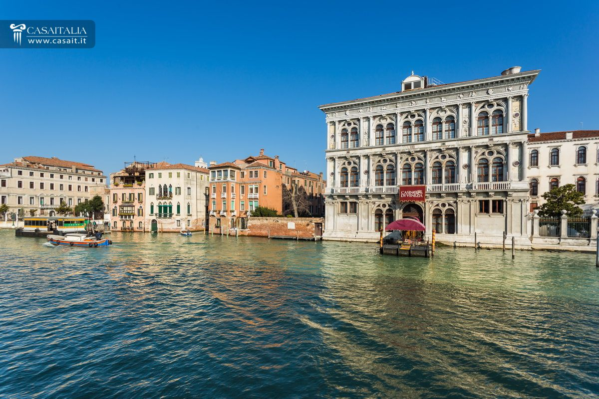 apartment for sale in venice on the canal grande. Black Bedroom Furniture Sets. Home Design Ideas