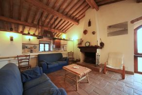 Country house for sale between Assisi and Perugia