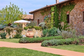 Tuscany - Villa with vineyard and olive grove