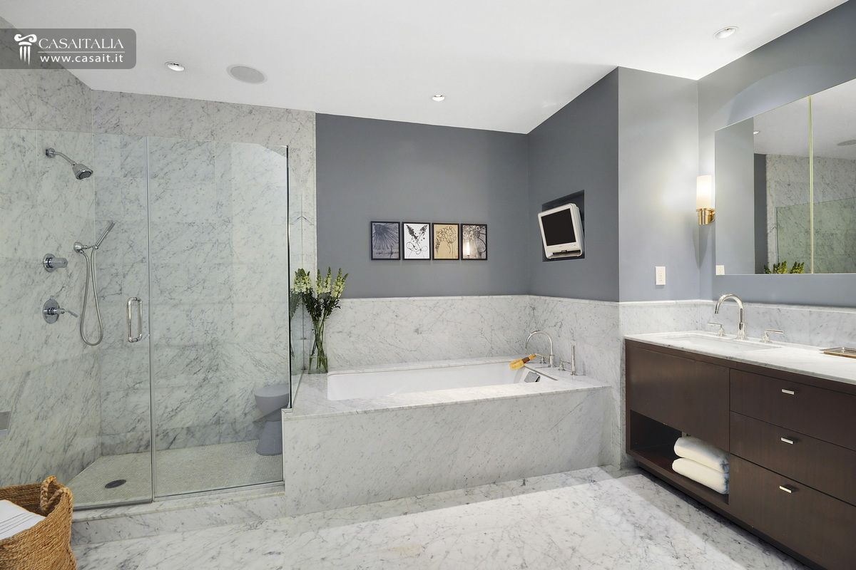 luxury apartments bathrooms. Surface  250 mq Luxury apartments for sale in New York City