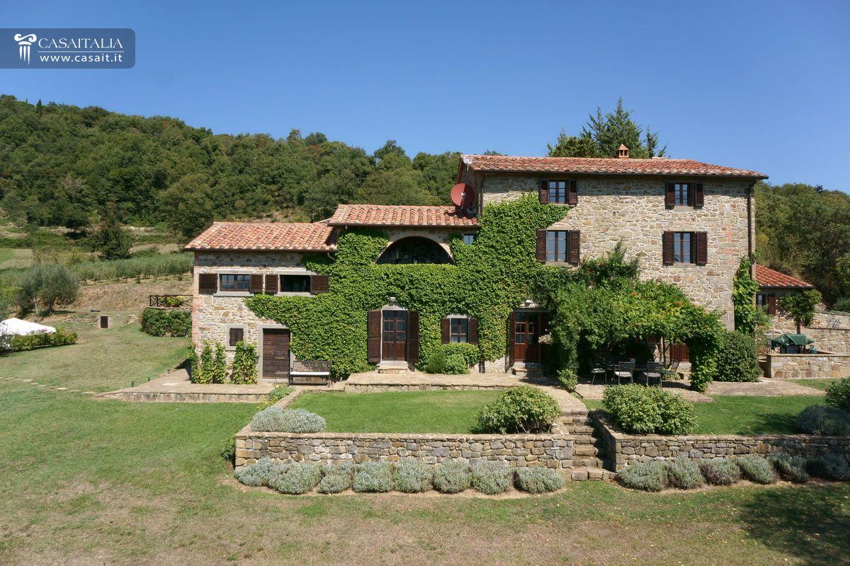 Farmhouse with olive grove for sale in the valle del niccone - Villa dei sogni piscina ...