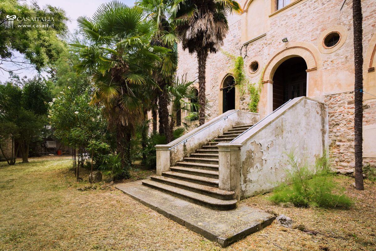 Historic Villa With Garden For Sale In Euganean Hills