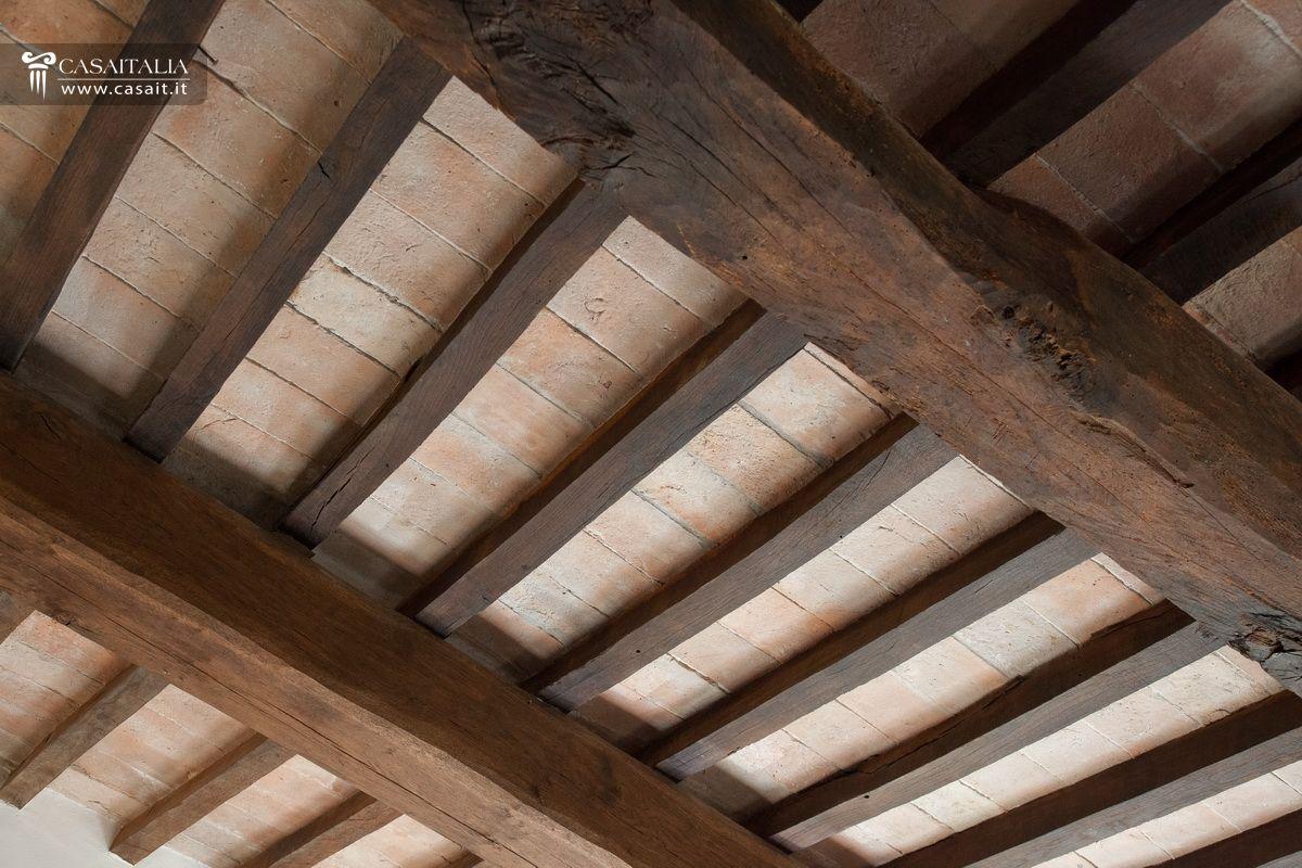Properties for sale in italy casaitalia international for Bricoman travi in legno