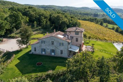 Villa for sale in panoramic position in Umbria, Todi