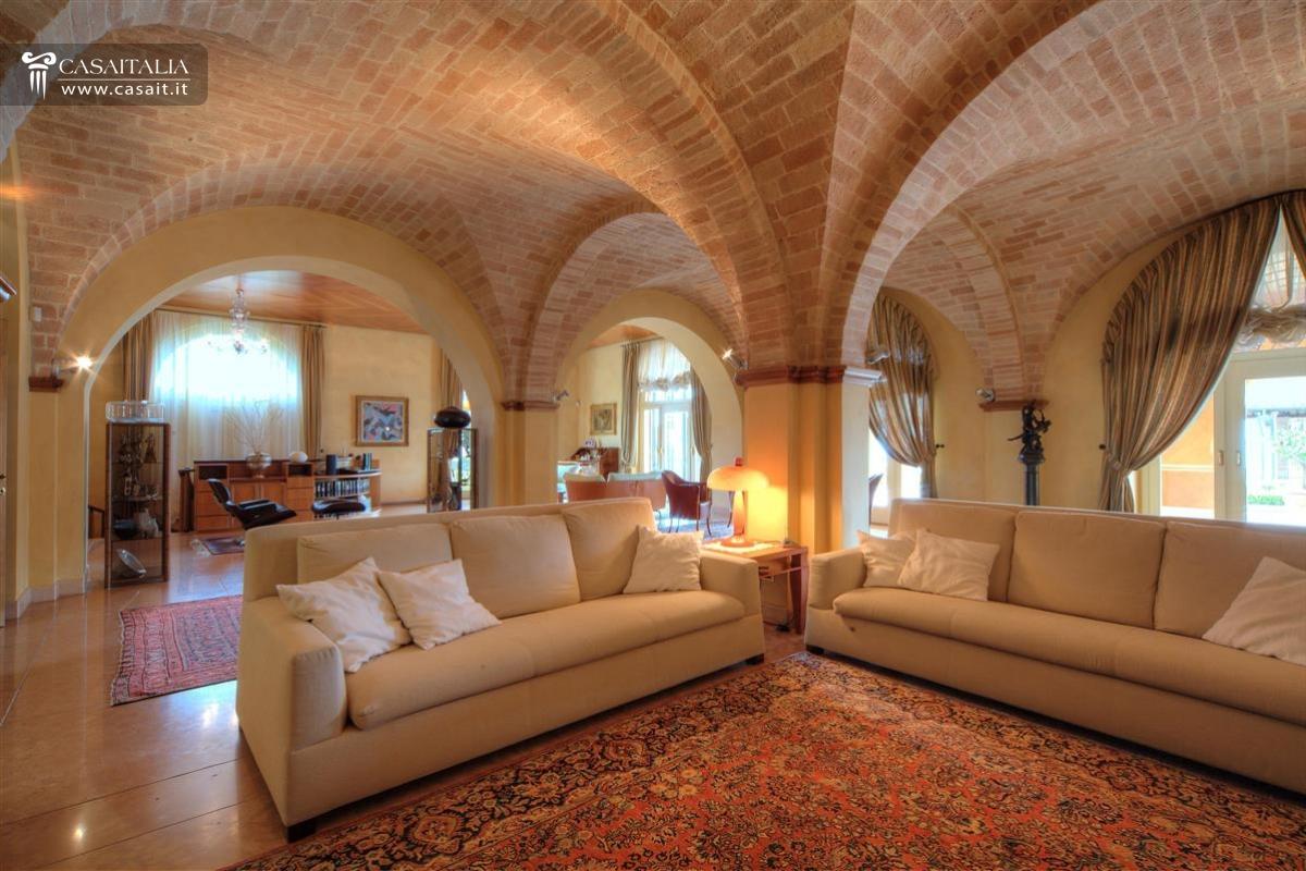 Marche luxury villa for sale with sea view for Immagini di case antiche