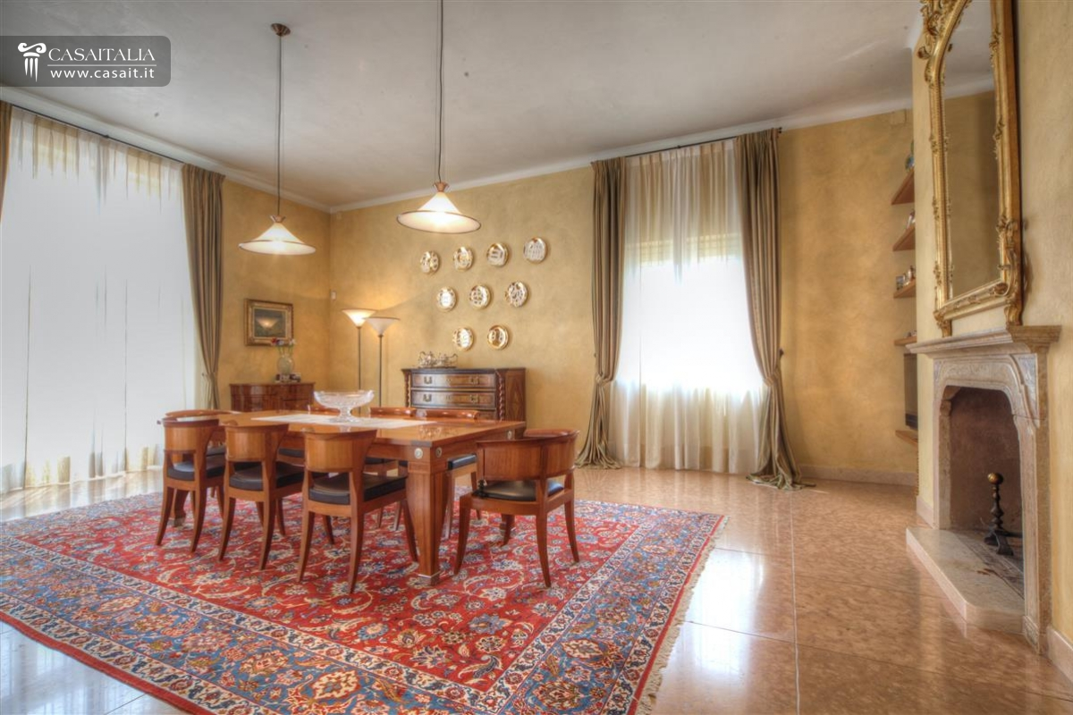 Marche luxury villa for sale with sea view - Sala da pranzo country ...