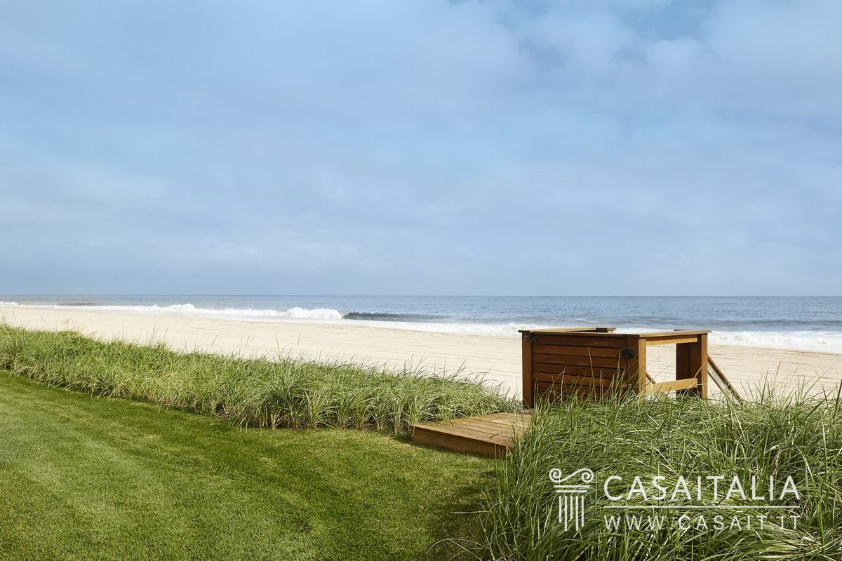 Waterfront villa with swimming pool for sale, Hamptons, New York