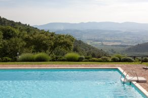 Villa with panoramic pool for sale in Umbria, Spoleto