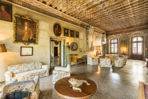 Selling historic building with frescoes in Veneto