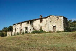 Farmhouse to be restored for sale in Umbria, Perugia