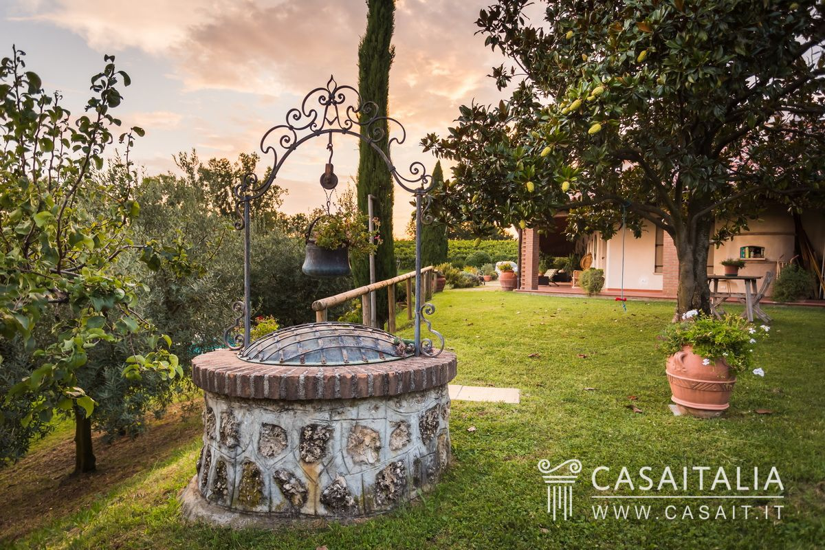 Luxury villa with swimming pool and olive grove for sale in Conegliano
