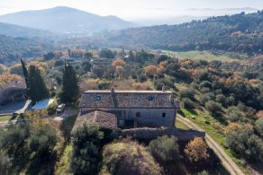 Farmhouse in panoramic location, for sale in Perugia, Umbria