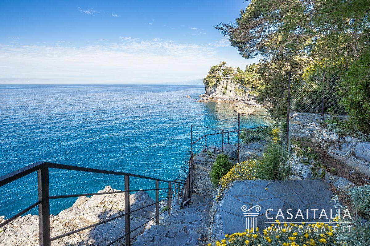 Luxury Villa By The Sea For Sale In Pieve Ligure