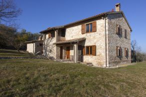 Farmhouse with swimming pool for sale in Giano dell'Umbria