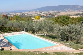 Farmhouse with swimming pool for sale in Umbria, Giano dell Umbria