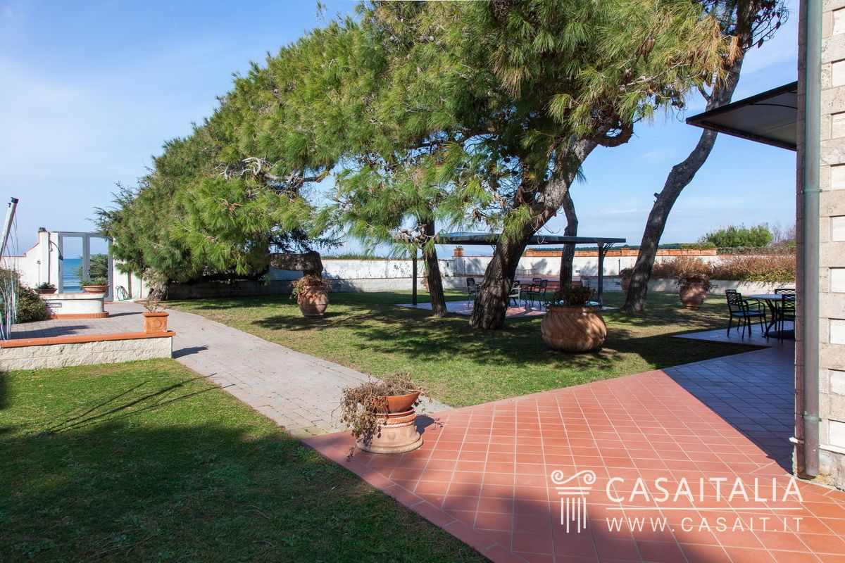 Villa by the sea for sale in Tuscany, Giannella, Argentario