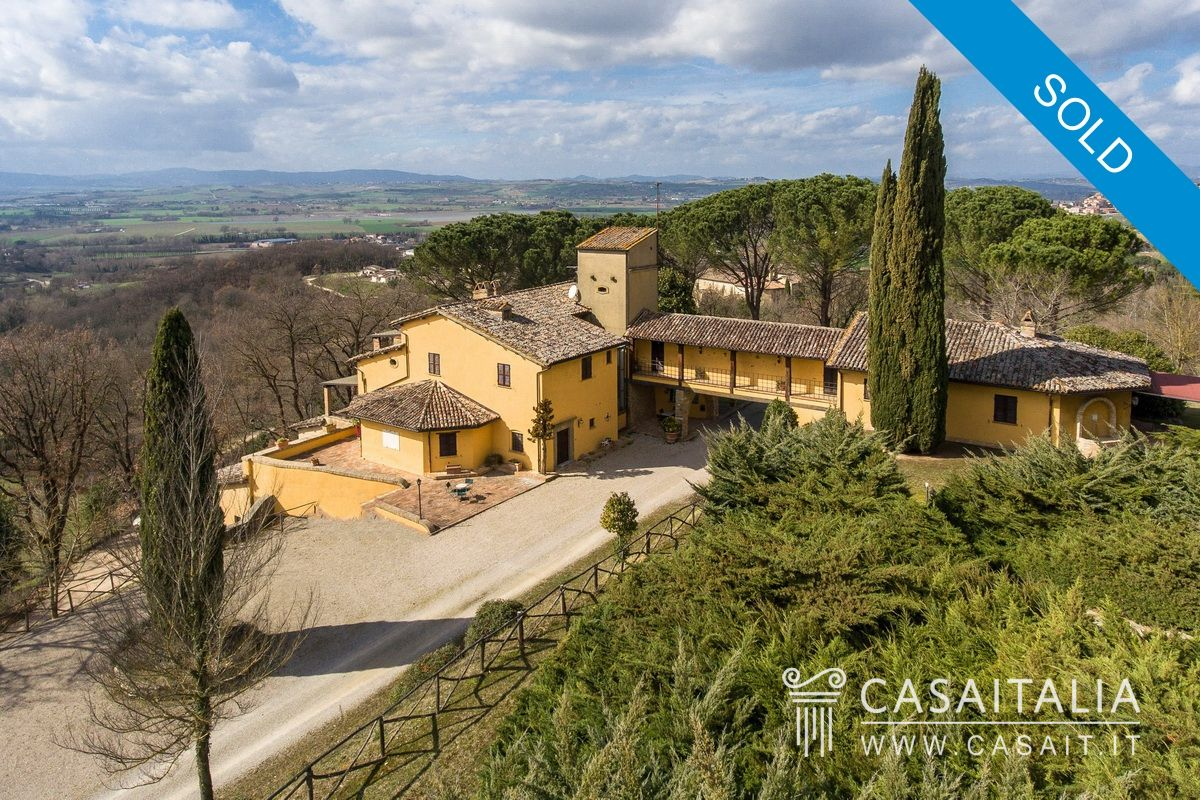 Villa for sale between Todi and Perugia, with vineyard and olive grove