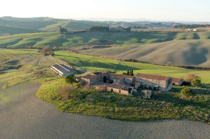 Farmhouse for sale in Tuscany, Crete Senesi