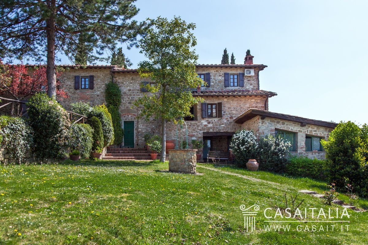 Traditional Tuscan farmhouse with pool and olive grove for Traditional Tuscan House  150ifm