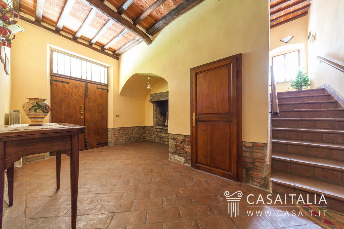 Villa for sale with holiday apartments, on Lake Trasimeno