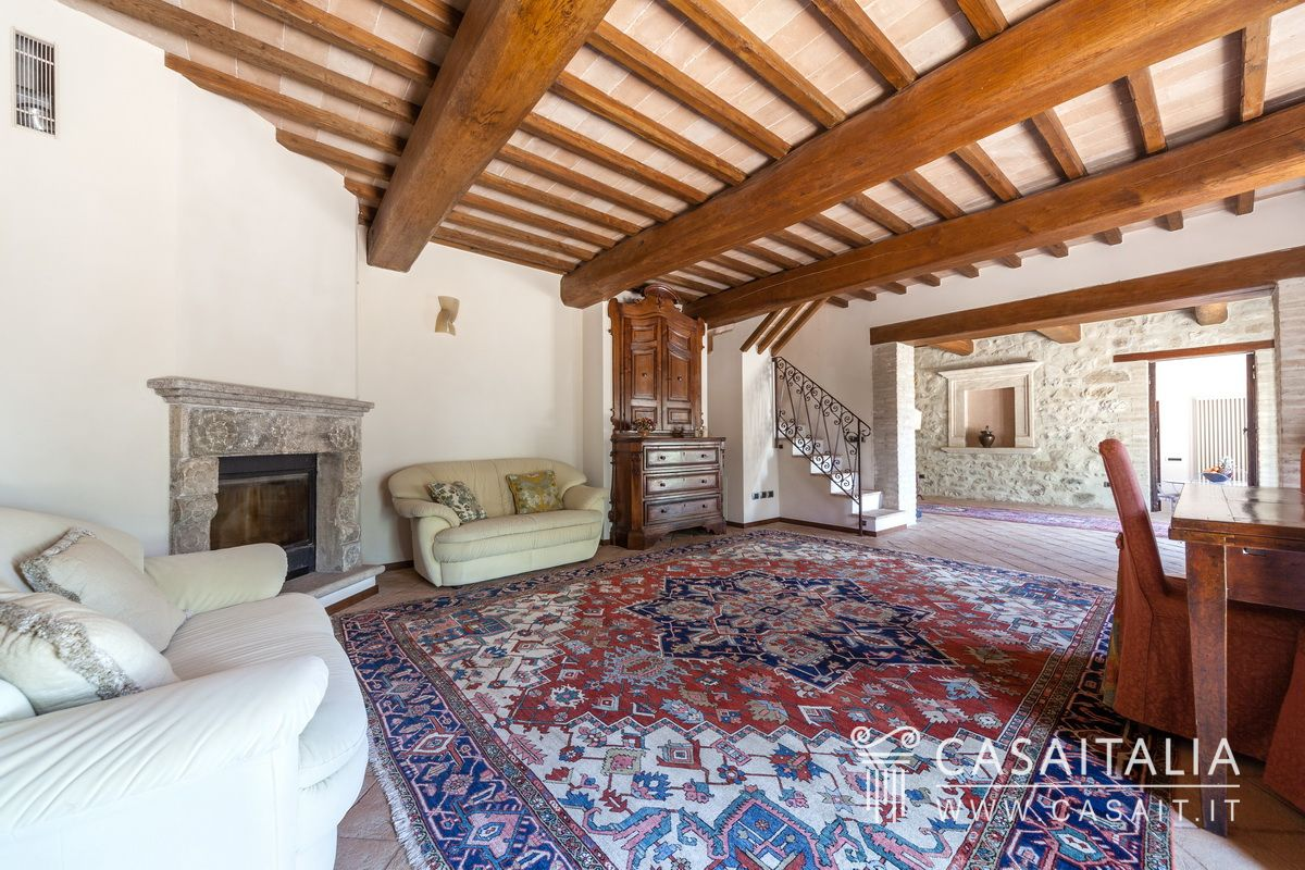 Country house with pool and olive grove for sale near Assisi