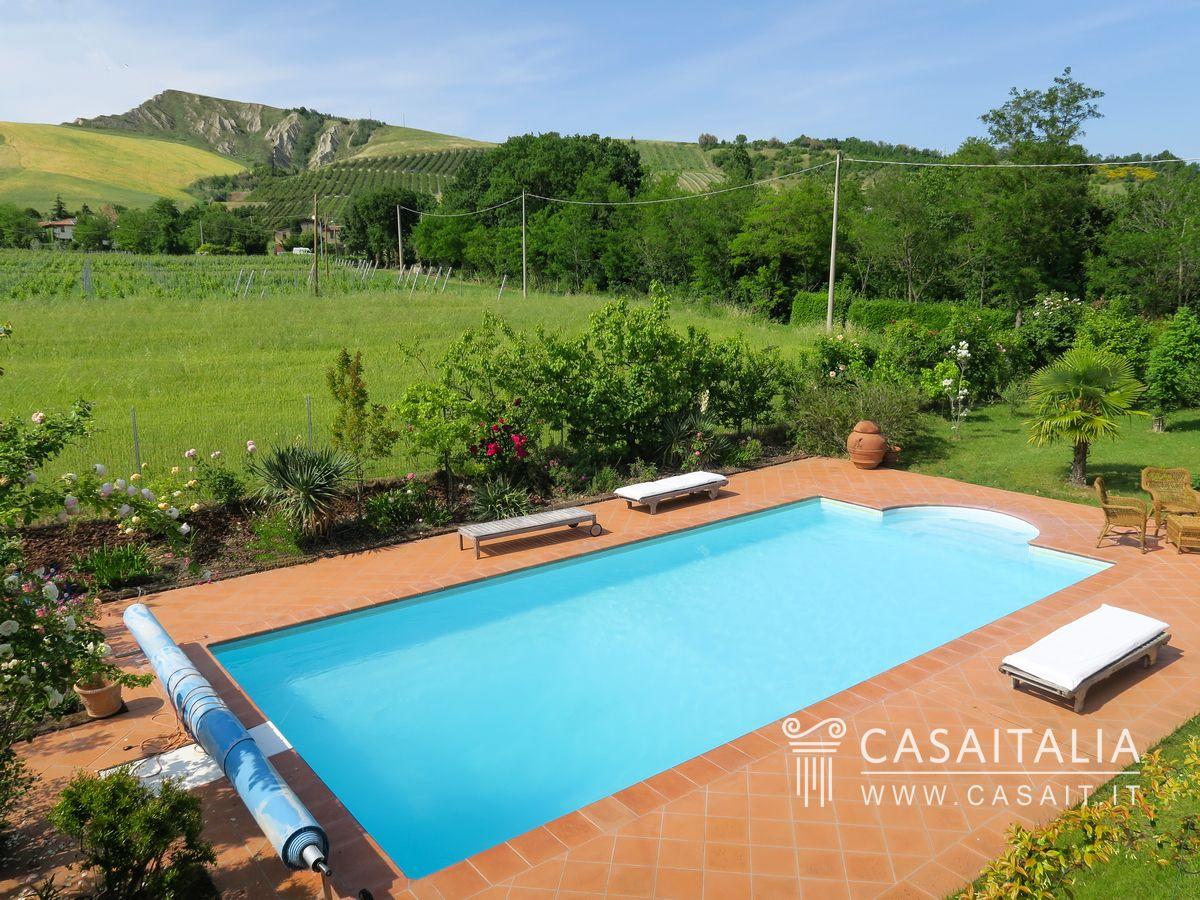 Villa with pool for sale in emilia romagna riolo terme - Casa con piscina ...