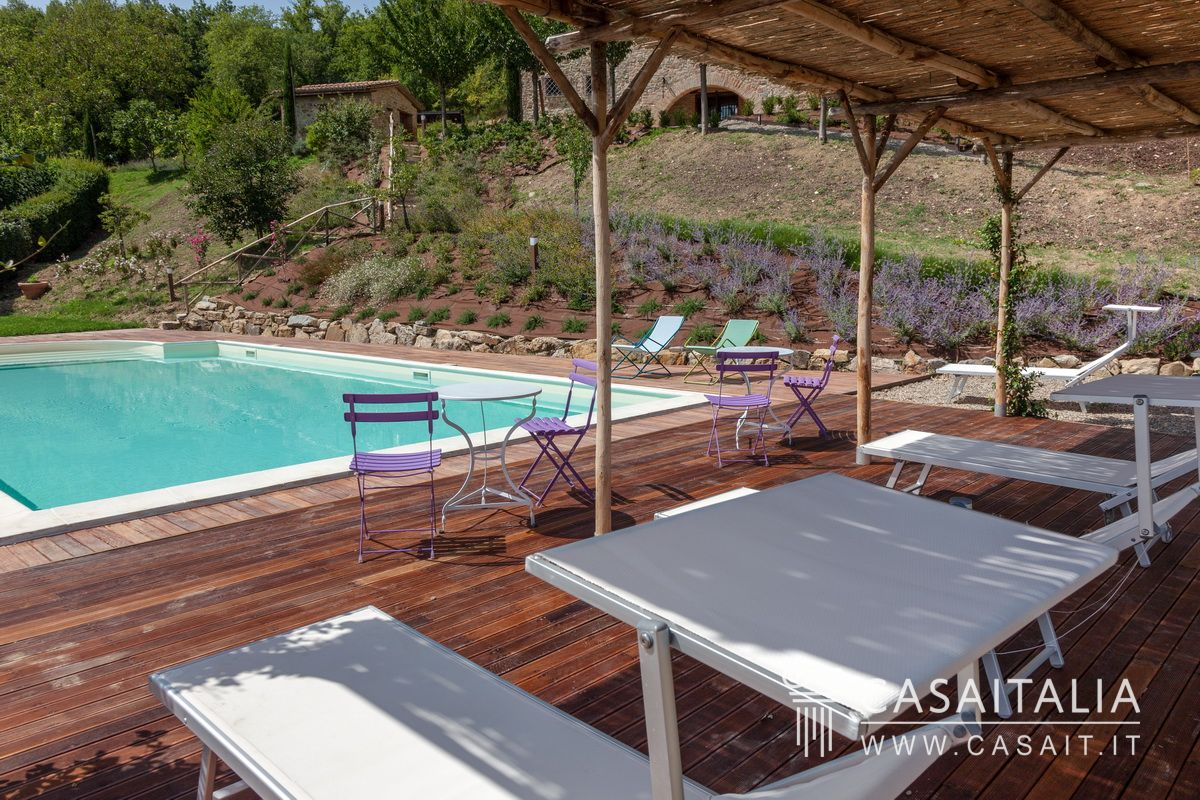 Farmhouse with pool in Umbria near Todi