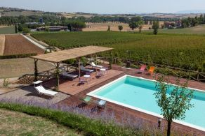 Farmhouse with swimming pool for sale in Perugia