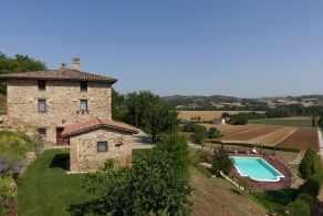 Country house with swimming pool for sale in Umbria