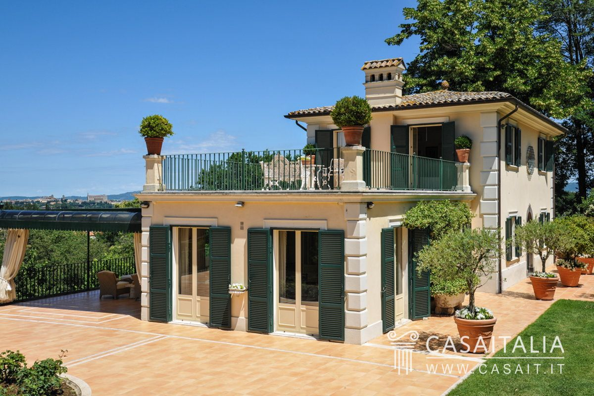 Luxury villa with swimming pool for sale in orvieto