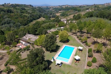 Holiday farm for sale in Lazio