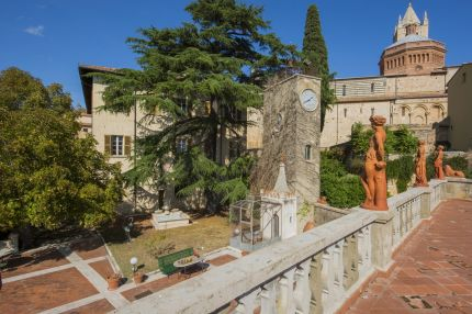 Luxury villa with garden and terrace for sale in Tuscany
