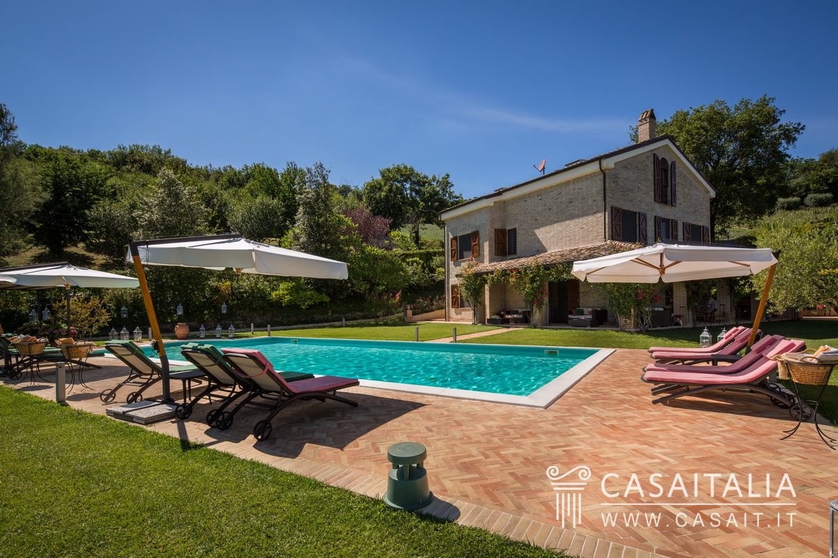Villa with pool annex and olive grove for sale 20 km from - Villa stanley piscina ...