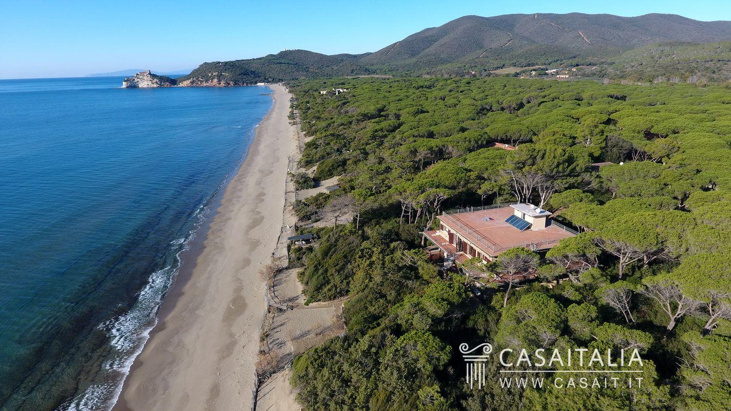 Seafront villa for sale in roccamare for Hotel castiglione della pescaia