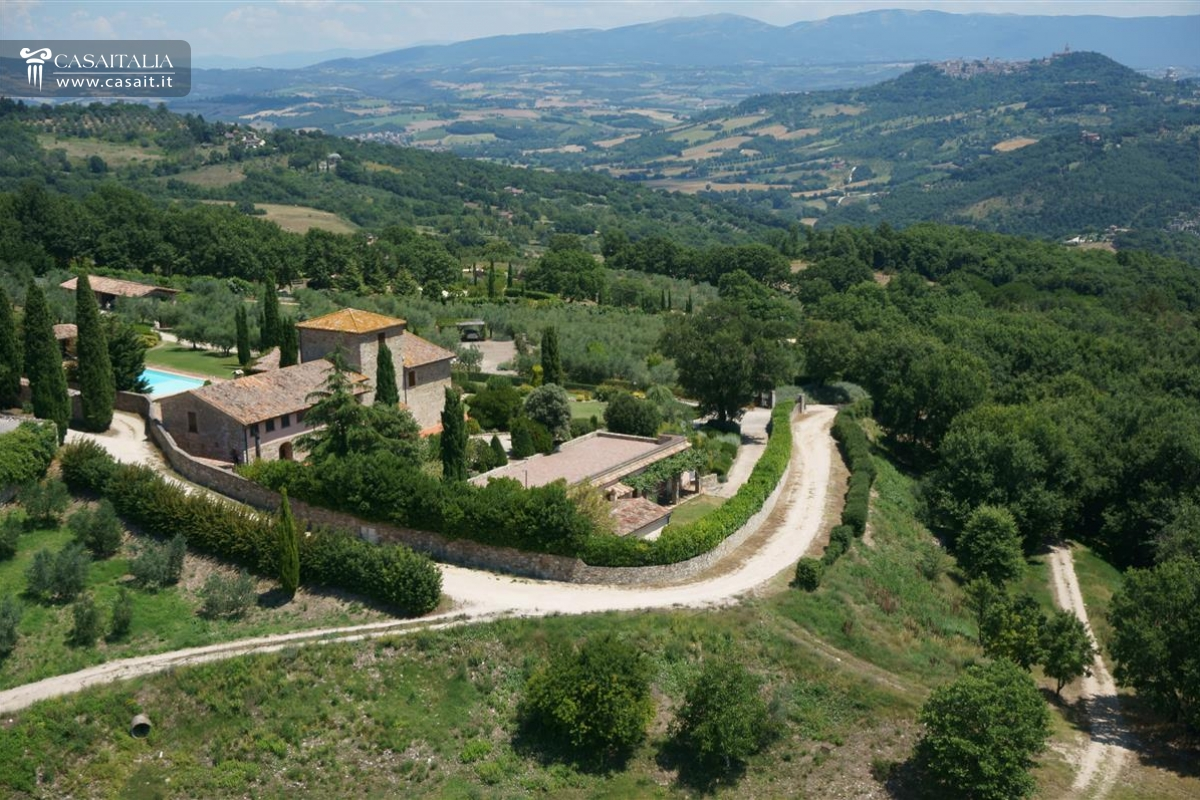 Farmhouse with vineyard for sale near Todi - Umbria