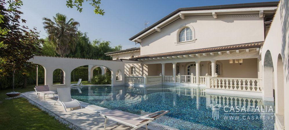 Luxury property for sale in Forte dei Marmi, Versilia