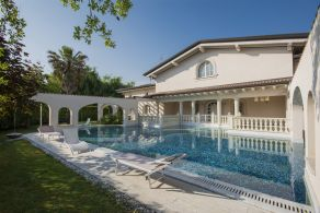 Luxury villa for sale in Forte dei Marmi