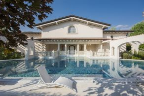 Luxury villa with swimming pool for sale in Versilia