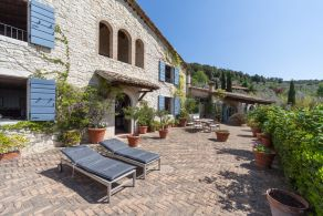 Country villa with olive grove for sale between Orvieto and Todi