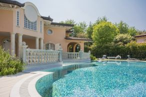 Villa with pool for sale in Tuscany, Forte dei Marmi