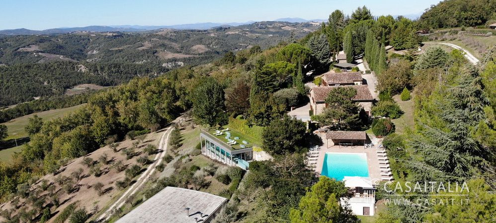 Holiday farm for sale in Umbria