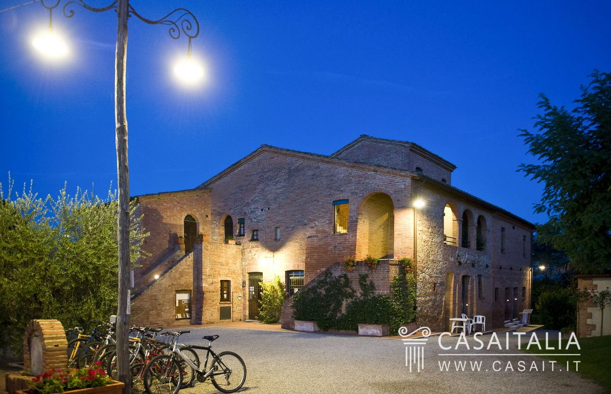 Village for sale in Montepulciano, Tuscany